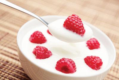 sữa chua góp một phần vô cùng quan trọng trong việc giảm thiểu tác hại từ máy tính và cải thiện thương tổn của da.