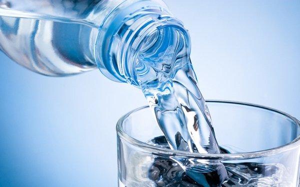 Uống đủ nước để hòa tan dưỡng chất